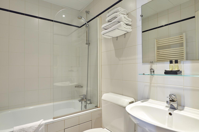 Hotel Montparnasse Daguerre | Salle de Bain Chambre Double Standard | Hotel 3* Paris